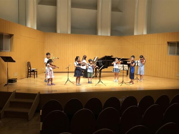 バイオリンとピアノの発表会のリハーサル