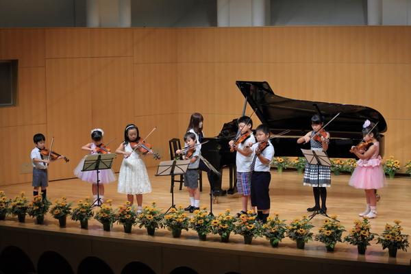 バイオリン合奏のサムネイル